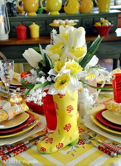 Oh my goodness...fantastic sunny tablescape!