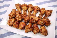 김빠진 콜라만 있으면 OK! 초간단 '콜라닭' 만들기  안녕하세요. 코코언니에요~ 요즘 살인적인 무더위에 밤에도 잠을 못 이루는 분들 많으시죠?! 여름밤 시원한 맥주 한잔으로 더위를 이겨낼 때 맥주를 빛나게.. Korean Cuisine, Korean Food, Korean Recipes, Cola Chicken, Baking School, K Food, Korean Dishes, Kimchi, Easy Cooking