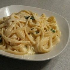 To Die For fettuccine alfredo. Fettuccine pasta tastes its best when served in a rich, creamy Parmesan cheese sauce made with real cream and butter. Pasta Recipes, Dinner Recipes, Cooking Recipes, Pasta Meals, Dinner Ideas, Chicken Recipes, All Recipes, Yummy Recipes, Copycat Recipes
