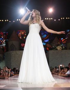"Taylor Swift Photos - Taylor Swift ""Fearless Tour"" At Madison Square Garden - ""Love Story"" Act - Zimbio"