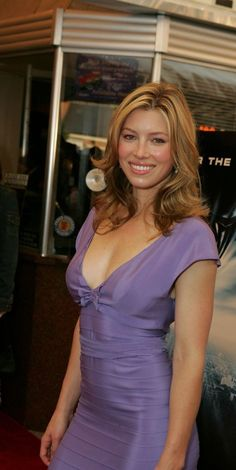 Jessica Biel Messy Hairstyles For Medium Haircut Kinds - Hair Types Jessica Biel, Beautiful Celebrities, Beautiful Actresses, Gorgeous Women, Jennifer Aniston Style, Actress Jessica, Sexy Lingerie, Medium Hair Cuts, Celebrity Outfits