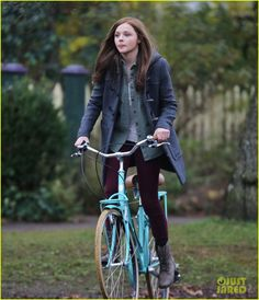 Chloe Moretz Rides Bike for 'If I Stay,' Reaches Twitter Milestone! | Chloe Moretz Photos | Just Jared Winter Wear, Autumn Winter Fashion, Bicycle Girl, Bike Style, Chloe Grace Moretz, If I Stay, Biker Girl, College Outfits, What To Wear