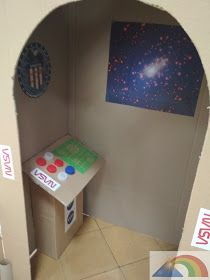 El Triángulo Arcoíris: Fiesta espacial Cardboard Rocket, Cardboard Crafts, Space Crafts For Kids, Diy For Kids, Toddler Crafts, Toddler Activities, Space Theme Classroom, Outer Space Decorations, Rockets For Kids