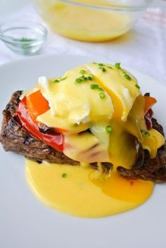 A mix between eggs benedict steak-n-eggs. this brunch dish is a knockout at any time of the day! Egg Recipes, Brunch Recipes, Cooking Recipes, Healthy Recipes, Dinner Recipes, Cooking Corn, Cooking Games, Cooking Ideas, Recipies