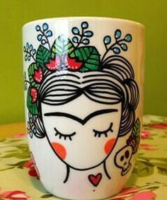 Resultado de imagen de tazas frida Painted Clay Pots, Hand Painted Mugs, Painted Cups, Hand Painted Ceramics, Pottery Painting Designs, Paint Designs, Kids Painting Projects, Diy Projects, Ceramic Painting