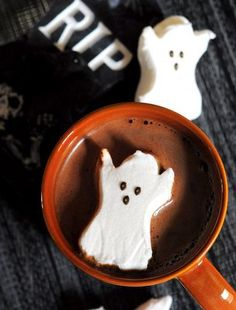 Find images and videos about sweet, coffee and Halloween on We Heart It - the app to get lost in what you love. Halloween Peeps, Halloween Appetizers, Halloween Drinks, Halloween Goodies, Halloween Treats, Halloween Diy, Happy Halloween, Haunted Halloween, Bobbing For Apples