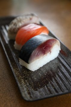 Japanese Pressed Sushi with Saba (Mackerel) and Salmon 鯖寿司、鮭棒鮨 my favourites! Japanese Food Sushi, Japanese Dishes, My Favorite Food, Favorite Recipes, Sashimi Sushi, Sushi Love, Food Porn, Sushi Recipes, Food Presentation