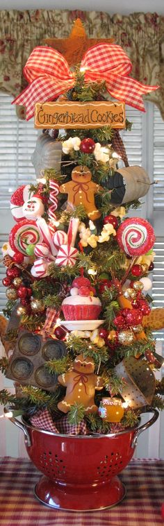 Run, run as fast as you can. You can't catch the Gingerbread Man! - Prim Gingerbread Men & Sweets Kitchen Tree -- love this