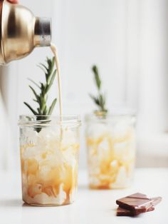 Salted Caramel White Russians / Kate La Vie / Food styling / Food photography in Party Drinks, Cocktail Drinks, Cocktail Recipes, Cocktail Ideas, Holiday Cocktails, Christmas Mocktails, Bartender Drinks, Colorful Cocktails, Vodka Drinks