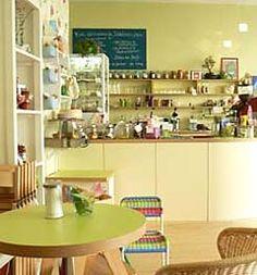 Berlin ist eine Stadt der Kinder. Deshalb gibt es auch eine ganze Menge Eltern-Kind-Cafés bzw. Kindercafés, in denen die Kleinen und ihre großen Begleiter auf ihre Kosten kommen. Hier die Adressen