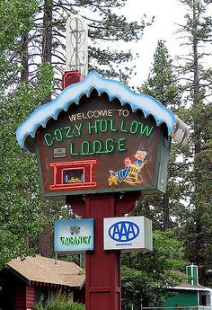 Cozy Hollow Lodge Big Bear Lake, California - Close to home! Cool Neon Signs, Vintage Neon Signs, Big Bear Lake California, California Dreamin', Ville New York, Las Vegas Hotels, Old Signs, Vintage Advertisements, Advertising Ads