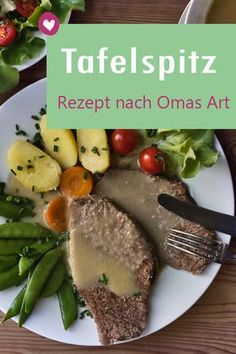 Tafelspitz mit Meerrettichsoße: Rezept nach Omas Art How do you traditionally cook boiled fillet with horseradish sauce? Are there any tricks on how to be particularly tender and tender? We reveal what you have to consider when preparing. Healthy Dinner Recipes, Paleo Recipes, Healthy Snacks, Dessert Recipes, Crock Pot Recipes, Salsa Verte, Horseradish Sauce, Easy Meals, Food And Drink