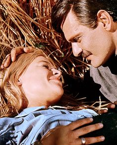 """""""Julie Christie and Omar Sharif in Doctor Zhivago Dr Zhivago Movie, Doctor Zhivago, Julie Christie, William Blake, Love Movie, Movie Tv, Classic Hollywood, Old Hollywood, Style Icons Inspiration"""