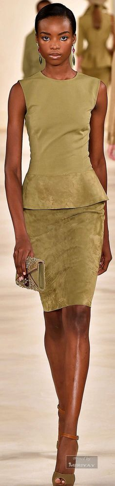 Olivfarbenes Wildleder bei Ralph Lauren - sehr sophisticated #olivefashion #greenfashion #springsummer2015