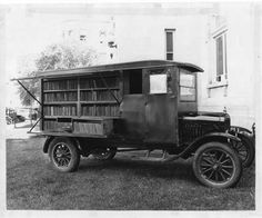 Wichita City Library Bookmobile parked on lawn in front of Carnegie Library, South Main Street Cool Books, I Love Books, Books To Read, Classical Greece, Classical Period, Mobile Library, Carnegie Library, Vintage Library, City Library
