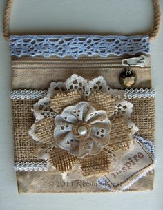 A Robin's Nest: Burlap Flower Bag - I like the flower Hessian Flowers, Lace Flowers, Fabric Flowers, Burlap Projects, Burlap Crafts, Sewing Projects, Burlap Lace, Burlap Fabric, Material Flowers