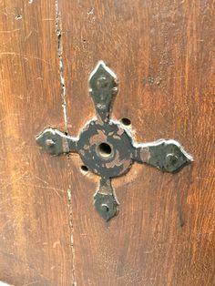 Center keyhole