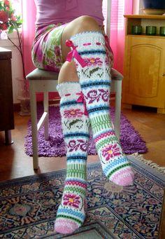 Ravelry: Sinikka´s Rose-socks pattern by Sinikka Nissi Crochet Socks, Crochet Gloves, Knitted Slippers, Knit Crochet, Loom Knitting, Knitting Socks, Hand Knitting, Funky Socks, Cool Socks
