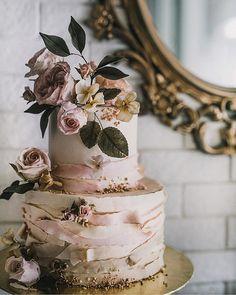 Floral Wedding Cakes, Elegant Wedding Cakes, Wedding Cake Designs, Rustic Wedding, Vintage Wedding Cakes, Wedding Blush, Lesbian Wedding, Elegant Cakes, Fall Wedding