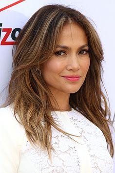 Jennifer Lopez: Cum-stalker lived in her mansion! - Disgusting: On the property of Jennifer Lopez stayed a sperm stalker. Jennifer Lopez Hair Color, Color Del Pelo, Hair Color Highlights, Golden Highlights, Thick Highlights, Honey Hair, Cool Hair Color, Brown Hair Colors, Brunette Hair