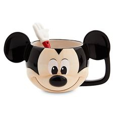 Shop Disney dinnerware featuring Mickey and Minnie Mouse and more. Disney characters on plates, bowls, and kitchen accessories brings fun to the dinner table. Mickey Mouse Gifts, Mickey Mouse Kitchen, Minnie Mouse Mug, Disney Mickey Mouse, Disney Pixar, Disney Bedrooms, Disney Cups, Disney Christmas Ornaments, Ceramic Spoons