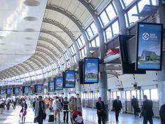 品川駅自由通路で44面のデジタルサイネージを使った広告を展開