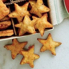Parmesan-Basilikum-Cheddar-Sterne - Sides and Snacks to contemplate - Lebensmittel Christmas Treats, Christmas Baking, Christmas Parties, Christmas Star, Xmas Party, Aniversario Star Wars, Appetizer Recipes, Appetizers, Enjoy Your Meal