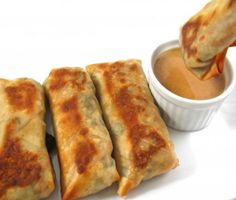 """Skinny Baked Vegetarian Egg Rolls with Peanut Sauce. """"Meatless Monday"""" never tasted so yummy with these fantastic egg rolls! Each has 117 calories fat and 3 Weight Watchers POINTS PLUS. Veggie Egg Rolls, Vegetarian Egg Rolls, Vegetarian Recipes, Healthy Recipes, Simple Recipes, Vegetable Recipes, Weight Watchers Appetizers, Plats Weight Watchers, Weight Watchers Meals"""