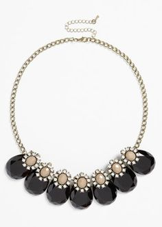 teardrop frontal necklace http://rstyle.me/n/qa7err9te