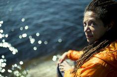 """Aamulehti: Runous on ensimmäinen ääneni, sanoo Nikky Finney, viime vuoden National Book Award -voittaja ja Annikin Runofestivaalin pääesiintyjä.    – Runouden kautta tulee kaikki muu, ja siihen kaikki muu johtaa.    """"Kaikki muu"""" tarkoittaa Finneyn kohdalla ainakin valokuvausta, opettamista, tutkimustyötä ja aktivismia."""