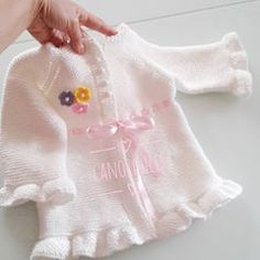 This post was discovered by HU Knitting For Charity, Knitting For Kids, Baby Knitting Patterns, Sewing For Kids, Baby Patterns, Knitted Baby Cardigan, Knit Baby Sweaters, Girls Sweaters, Crochet Bebe