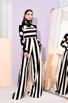 Christian Siriano Pre-Fall 2019 Collection - Vogue The complete Christian Siriano Pre-Fall 2019 fashion show now on Vogue Runway. White Fashion, Look Fashion, Runway Fashion, Autumn Fashion, Fashion Outfits, Womens Fashion, Fashion Design, Fashion Trends, Stripes Fashion