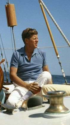 President John F. Les Kennedy, John Kennedy, Boat Icon, Kennedy Compound, Hyannis Port, Old Money, T Play, Us History, American Revolution