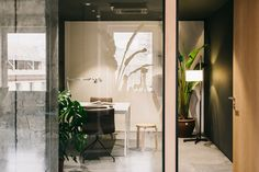 This Barcelona co-working space by MESURA is a delightful expression of what can be achieved when combining simple design elements and good space planning. Showroom Design, Interior Design, Design Interiors, Interior Styling, Building Columns, Base Building, Black Painted Walls, Timber Door, White Concrete