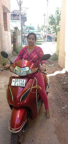 Desi Girl Image, Girls Image, Girls In Leggings, Women's Leggings, Scooter Girl, Braids For Long Hair, Curvy Girl Fashion, Beautiful Girl Indian, Indian Beauty Saree