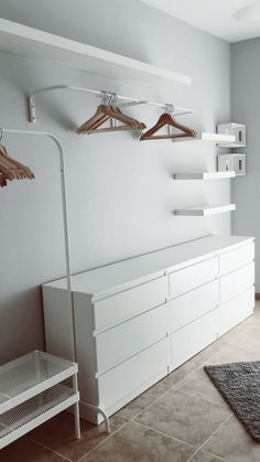 "Dressing avec trois meubles Ikea "" malm "", deux meubles Ikea "" lack "" et une tringle de Dressing Room on a Low Budget Sind weiße Wände die ultimative Dekorations-Geheimwaffe? Miss Boy. 3 Beds In One Ikea Bedroom Storage Ideas For Clothes, Bedroom Storage For Small Rooms, Closet Ideas, Clothing Storage, Clothing Displays, Clothing Racks, Wardrobe Ideas, Ikea Closet, Closet Bedroom"