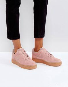 579cde9a6a366e Zapatillas de deporte de ante rosa con partículas y suela de goma Air Force  1  07 de Nike