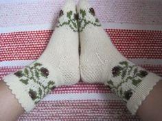IMG_2872 Winter Socks, Cool Socks, Awesome Socks, Knitting Socks, Knit Socks, Knitting Ideas, Mittens, Knit Crochet, Slippers