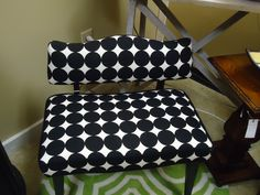 Retro Upholstered Chair - After Black and White Explosion Vintage Chairs, Upholstered Chairs, Unique Vintage, Lunch Box, Black And White, Retro, Upholstered Dining Chairs, Upholstering Chairs, Black White