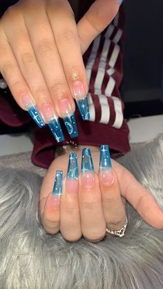 Stars on clear blue nail art design - Celestial nail art inspiration - long nails Blue Acrylic Nails, Summer Acrylic Nails, Acrylic Nail Designs, Blue Nail, Summer Nails, Nail Designs Bling, Clear Nail Designs, Red Nail, Spring Nails