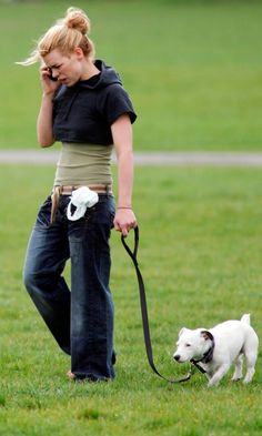 Billie Piper Strolls In Clapham Common With Her Dog, May 2007 Clapham Common, Doctor Who Companions, Billie Piper, Rose Tyler, Dr Who, Marie Claire, Woman Face, Famous People, Handsome
