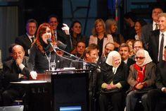 La presidenta de la Nación, Cristina Fernández de Kirchner, inauguró el nuevo edificio de la biblioteca Madres de Plaza de Mayo, pertenenciente al Colegio Nacional dependiente de la UNLP. La obra demandó una inversión superior a los 3.5 millon