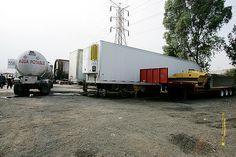 Nezahualcóyotl, Méx. 30 Mayo 2013. Visiblemente el terreno municipal ubicado en el Bordo de Xochiaca, de propiedad municipal, también era usado como estacionamiento permanente de cajas de tractocamión, pipas de agua y maquinaria pesada.