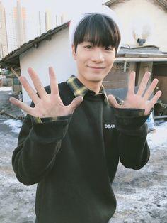 update from delivering briquettes on 171218 - Nu'est Jr, Nu Est, Kpop, Pledis Entertainment, Jonghyun, My Sunshine, Boy Groups, My Love, Celebrities