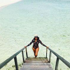 Maldives dreaming with @theparuskifiles.⠀  #unepiece #unepiecewomen #originalsexierashie⠀