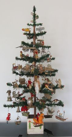 Vintage Dresden ornaments adorn this lovely feather Christmas tree. This is what I want my feather tree to look like! Plus a fence around the base with sheep under the tree. Retro Christmas Decorations, Antique Christmas Ornaments, Old Christmas, Victorian Christmas, Primitive Christmas, All Things Christmas, Christmas Wreaths, Vintage Ornaments, German Christmas