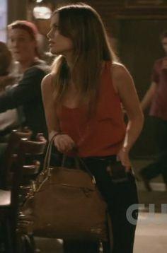 Zoe's brown bag on Hart of Dixie.  Outfit Details: http://wornontv.net/1182/ #HartofDixie