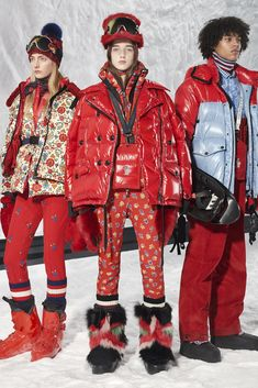 The complete Moncler 3 Grenoble Fall 2018 Ready-to-Wear fashion show now on Vogue Runway. Dolly Fashion, Live Fashion, Womens Fashion, Ski Fashion, Moncler Jacket Women, Models, Fashion Show Collection, Outerwear Women, Winter Wear