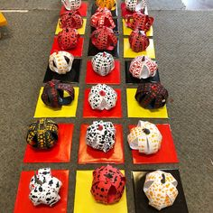 Our Grade artists have constructed their Yayoi Kusama inspired painted pumpkin pieces! Halloween Art Projects, Fall Art Projects, School Art Projects, Thanksgiving Art Projects, Craft Projects, 3rd Grade Art Lesson, Grade 3, Yayoi Kusama Pumpkin, October Art