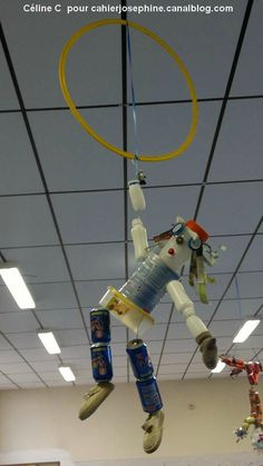 bonhomme acrobate Circus Art, Circus Theme, Diy Robot, Cardboard Sculpture, Plastic Bottle Crafts, Camping Crafts, Recycled Crafts, Art Club, Art Plastique